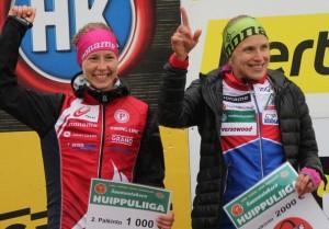 Minna Kauppi (oik.) ja Saila Kinni valloittivat kauden Huippuliigan kokonaiskilpailun kärkipaikat. Kuva: Heidi Lehikoinen.