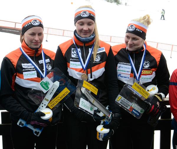 Kultajoukkue Sonja Märsky, Sanna Pusa ja Milka Reponen.