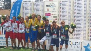 Mikko Siren, Einari Heinaro ja Otto Simosas päättivät opiskelijoiden MM-kisat viestin mitalipallilla. Kuva: Jukka Tirri.