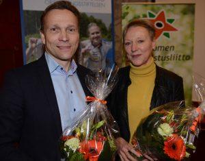 Tuija Soanjärvi (oik.) valittiin Suunnistusliiton puheenjohtajaksi Timo Ritakallion siirryttyä olympiakomiteaan.