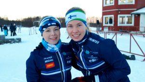 Kaksikko Liisa Nenonen (vas.) ja Tuuli Suutari oli vahvoilla ottaen kaksoisvoiton nuorten maaottelun ja katsastuksen molempina päivinä.